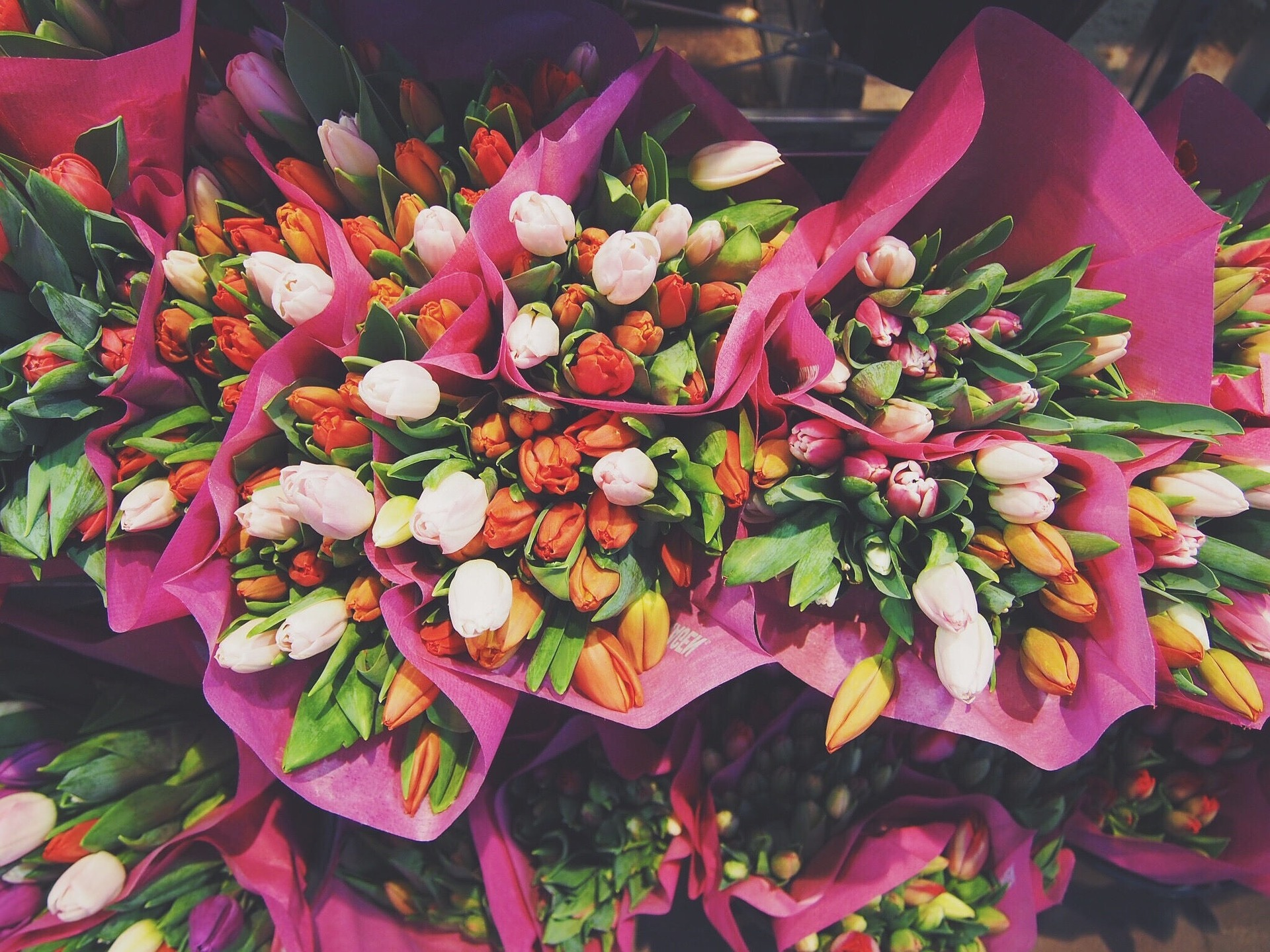 Buying From a Florist vs. a Supermarket
